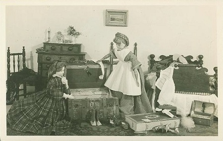 TT OFD 3 TASHA TUDOR'S OLD-FASHIONED DOLLS. PACKING FOR A TRIP TO SARATOGA. Tasha Tudor.