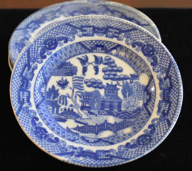 ANTIQUE CHILD'S BLUE WILLOW SAUCER